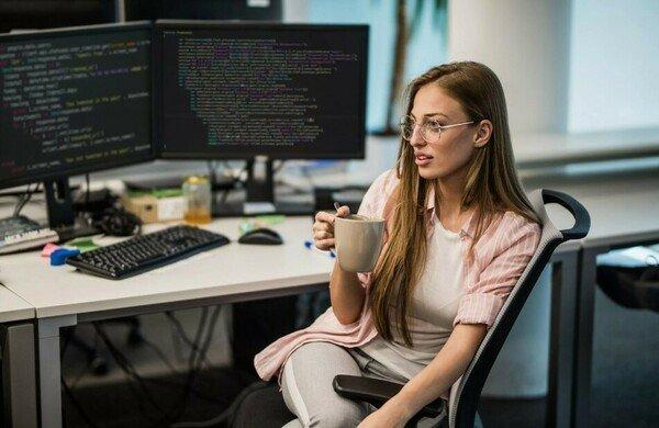 Средний размер зарплаты программиста в России в 2021 году