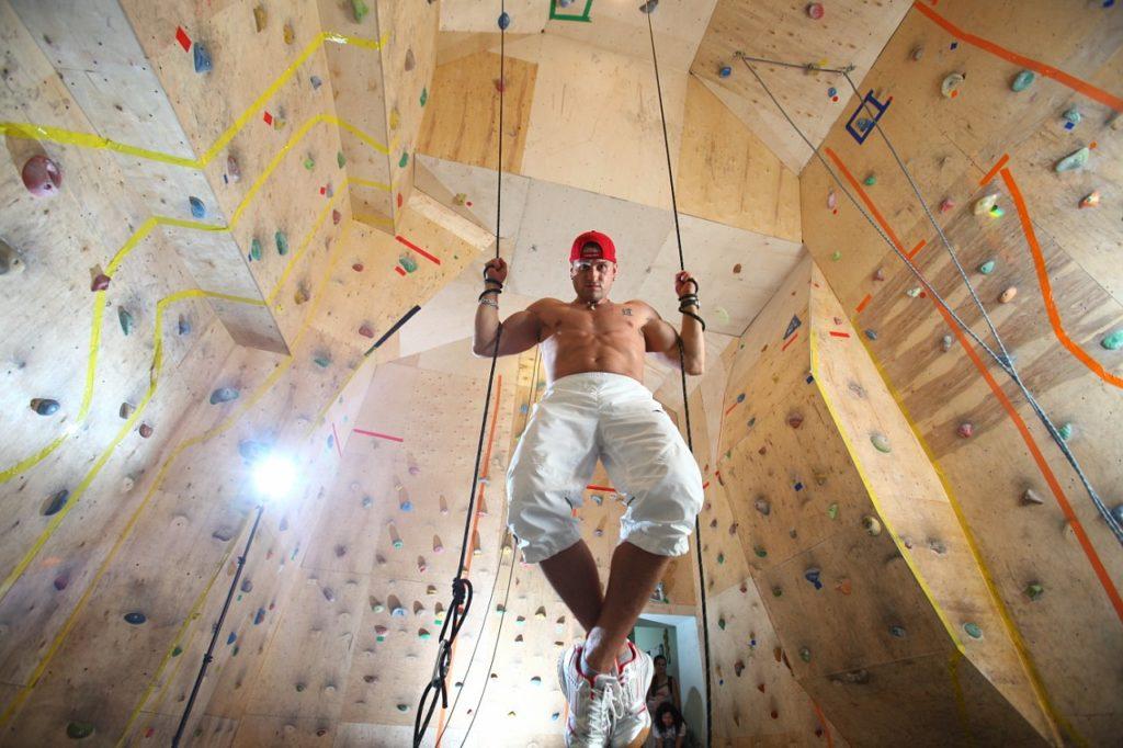 Инструктор по скалолазанию