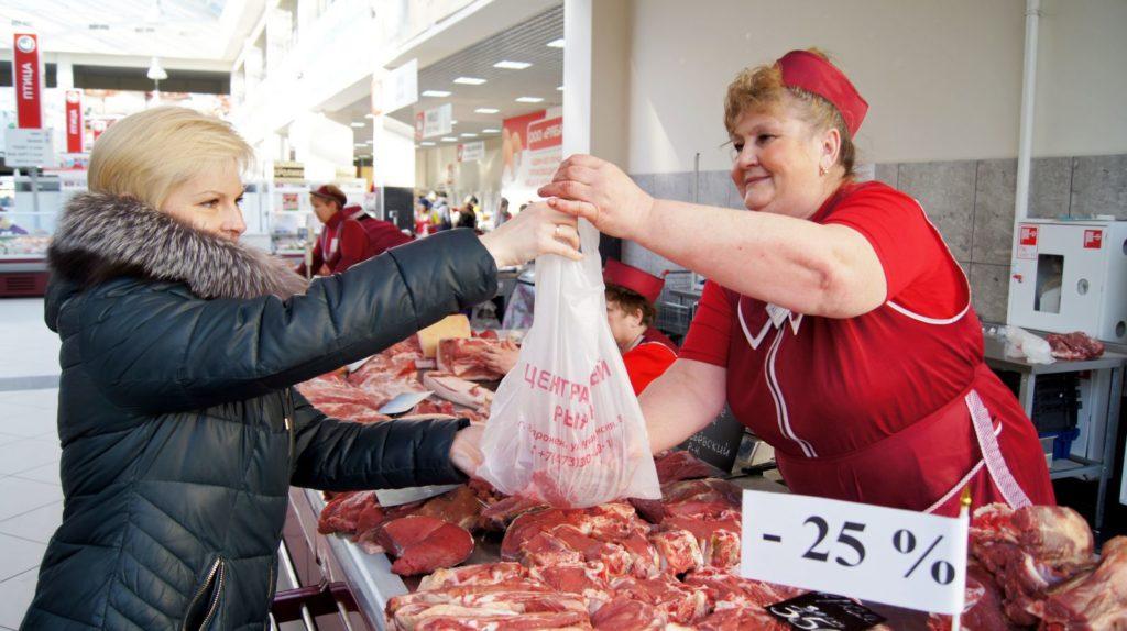 Продавщица мяса